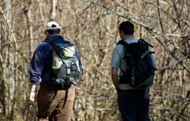 excursionistas en el valle de benasque
